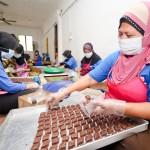 Pembuatan Kuih Raya Idaman Coklat Rice